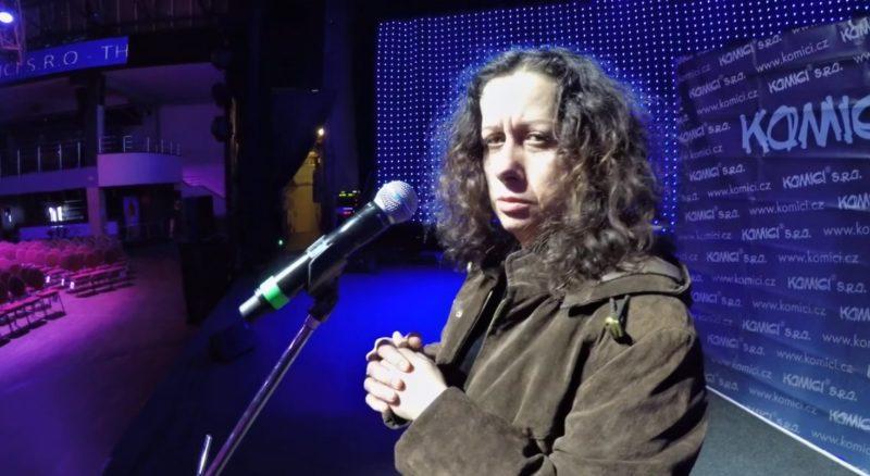 Ester Kočičková a další skvěli stand-up komici.